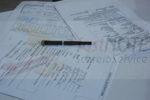 Handschriftlich ausgefüllte Formulare, Fragebögen erfassen